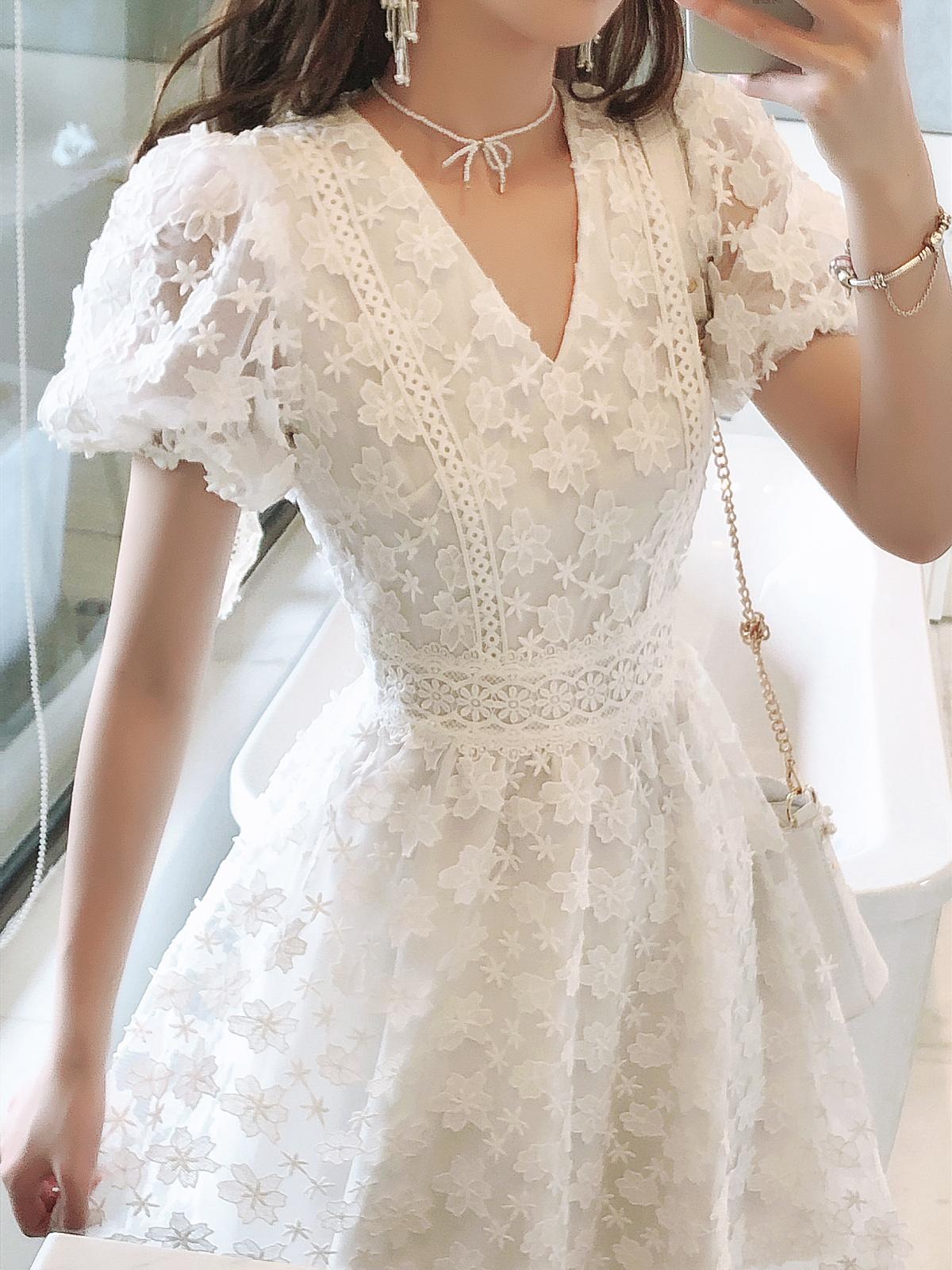 小清新浪漫超仙气质法式显瘦性感v领镂空蕾丝连衣裙2020春夏新品