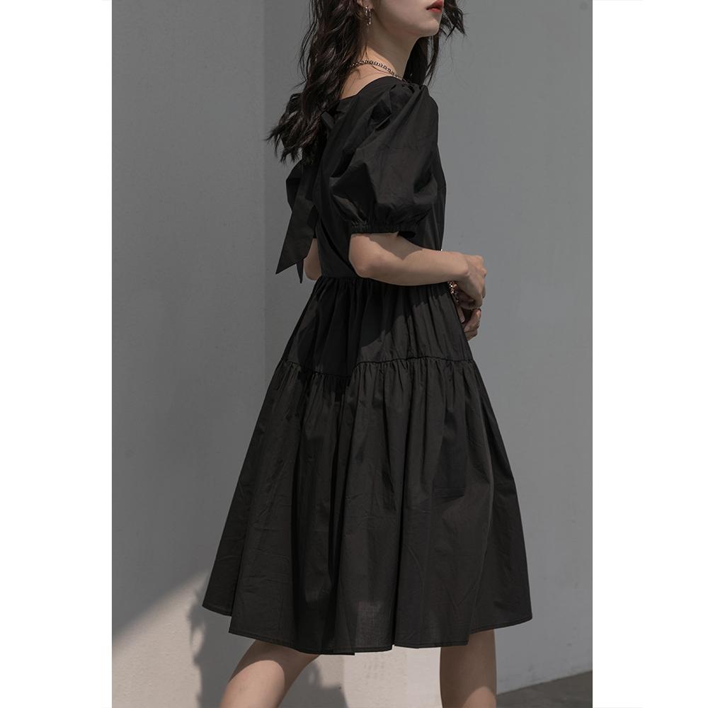 MZ赫本风小黑裙女夏2021新款法式复古泡泡袖方领露背蝴蝶结连衣裙