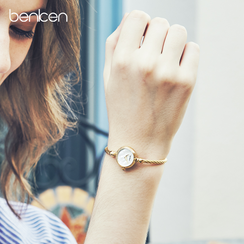 2019 new luxury temperament watch female French minority female watch student simple small dial Bracelet Watch
