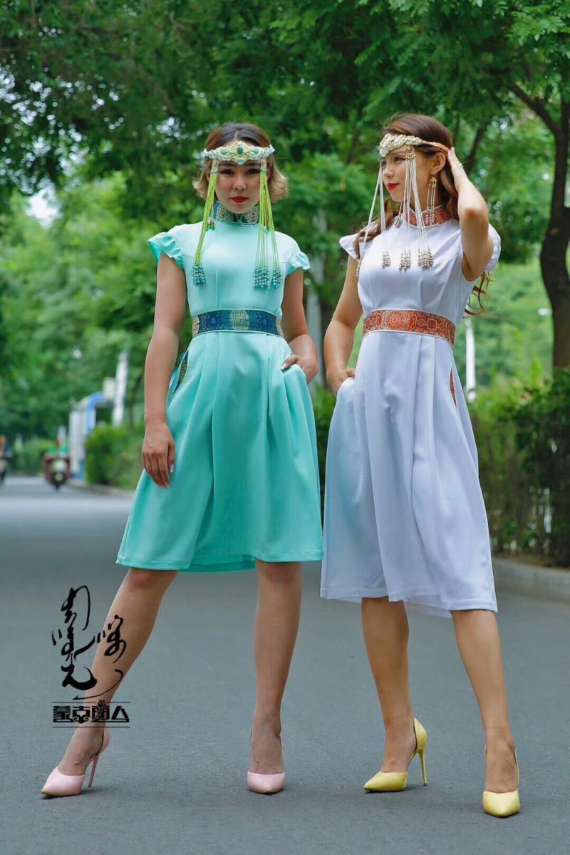 安静的小丸子蒙古丽人女装连衣裙原创设计改良蒙古服饰民族元素