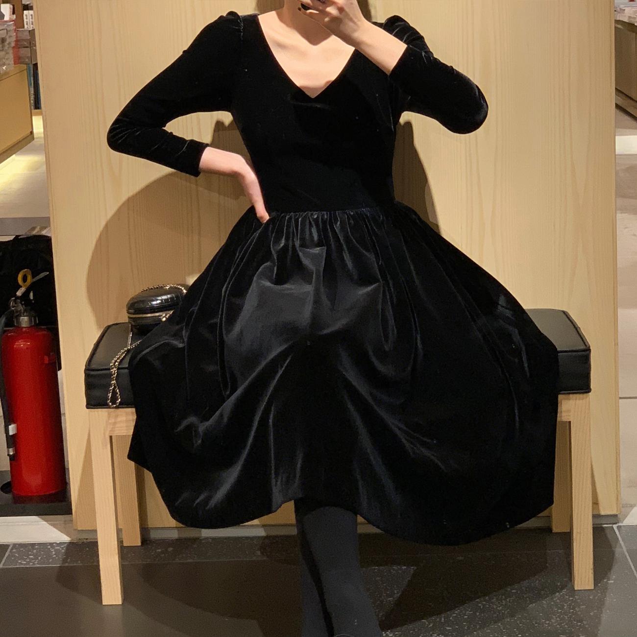 ◆ASM◆2018冬季新款黑色复古V领气质连衣裙绒面修身高腰裙子女装