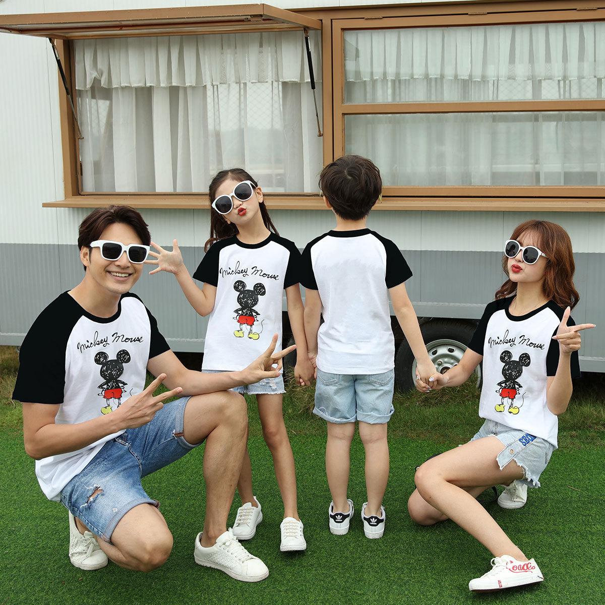 2020夏の新型の純綿親子のファッション親子の家族は家族三人のカップルの半袖Tシャツを着て代行します。