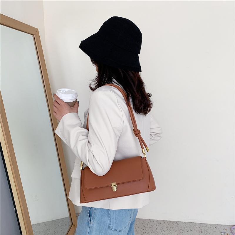 Single shoulder bag female spring and summer 2020 new fashion French commuting retro stick bag portable minority underarm bag female