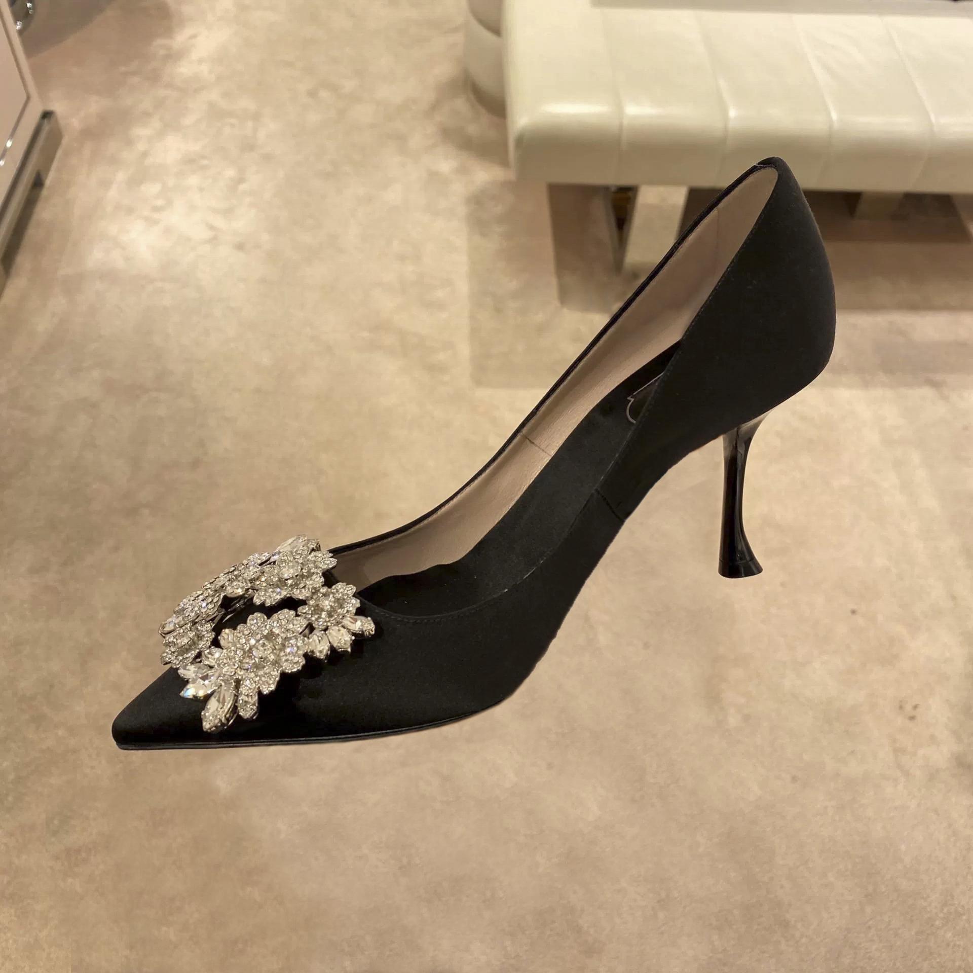 2020年春先の新流行の新型春の靴の女性用ドリルヘッドとハイヒールの人気モデル