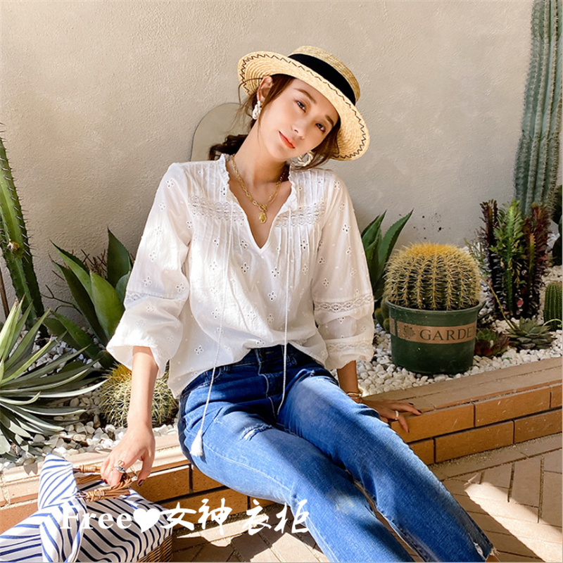 Free goddess FP same Bohemian new V-neck shirt bubble sleeve white hemp cotton embroidery hollow out shirt
