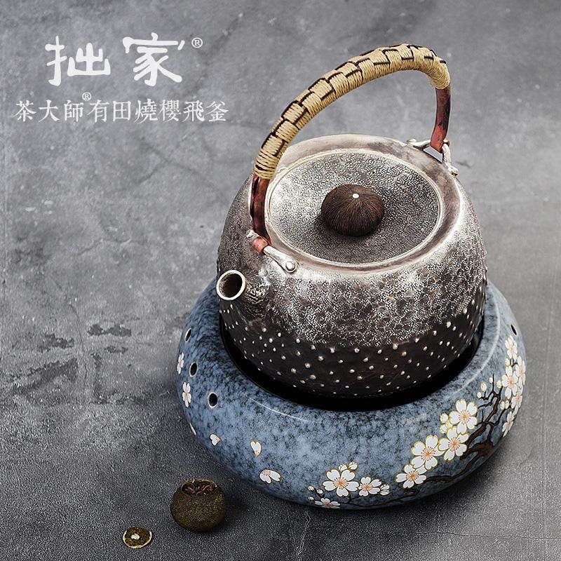 お茶の大家の有田は電気を燃やして陶のお茶のストーブの家庭を煮てお茶器の日本式の古い鋳鉄を煮てやかんの純粋な手の銀を燃やして水筒を煮ます