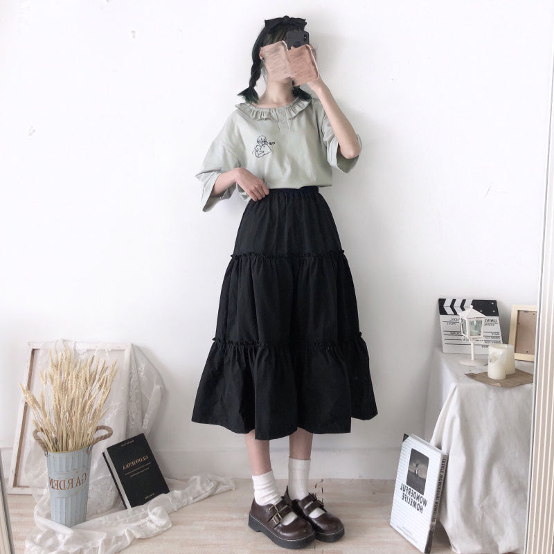 White autumn and winter skirt A-shaped cake skirt shows thin black middle and long student loose Japanese little qingxinqiu