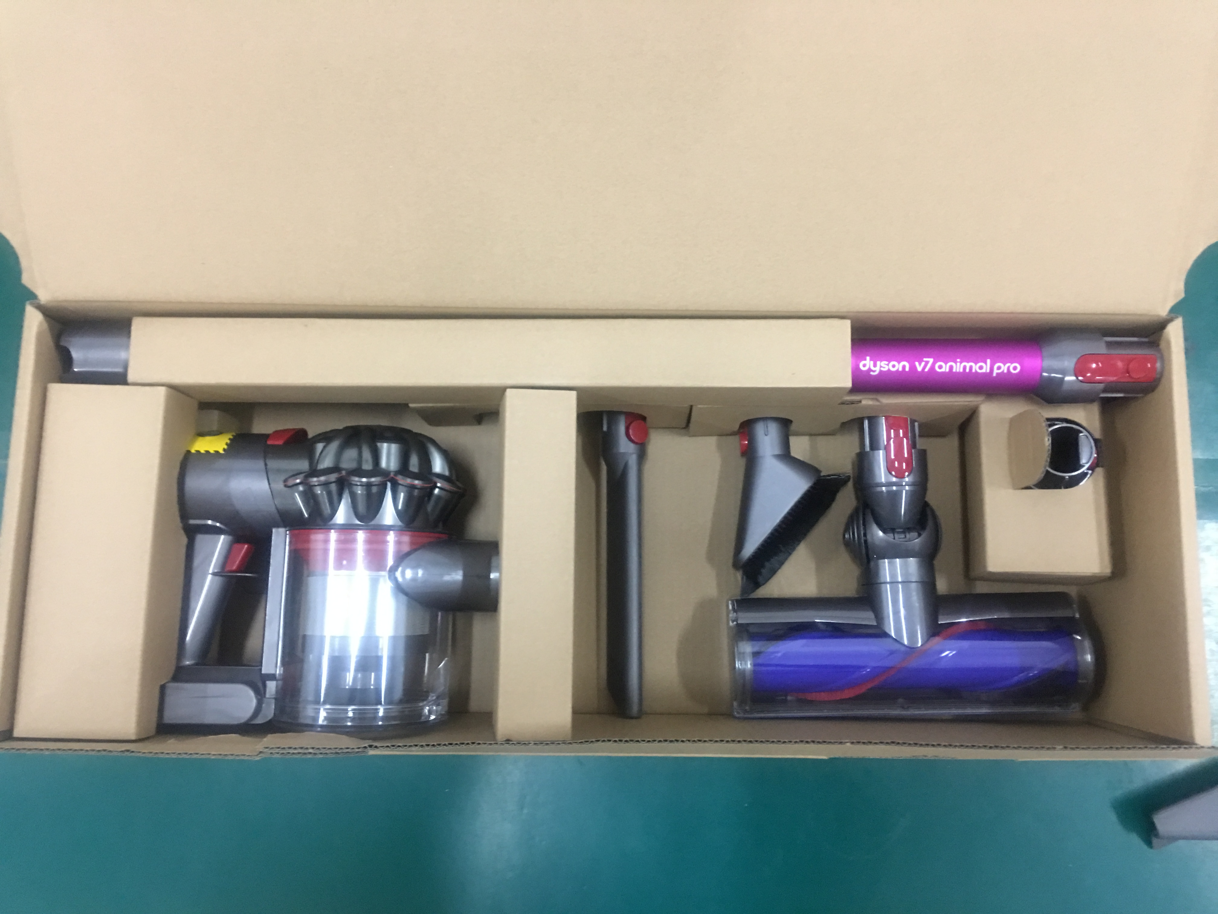 Dyson Dyson USA V7 small household large suction charging Wireless vacuum handheld dust remover