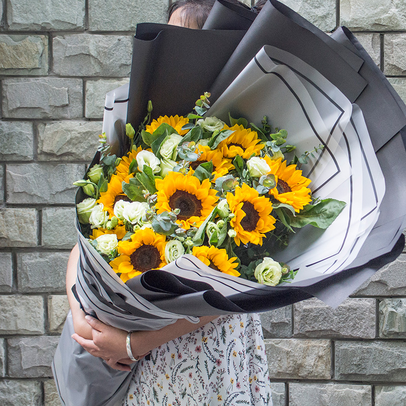 Fuhe District, the old city of Luoyang Xigong, send flowers and flowers in the same city, express 520 Tanabata Valentines Day sunflower bouquet