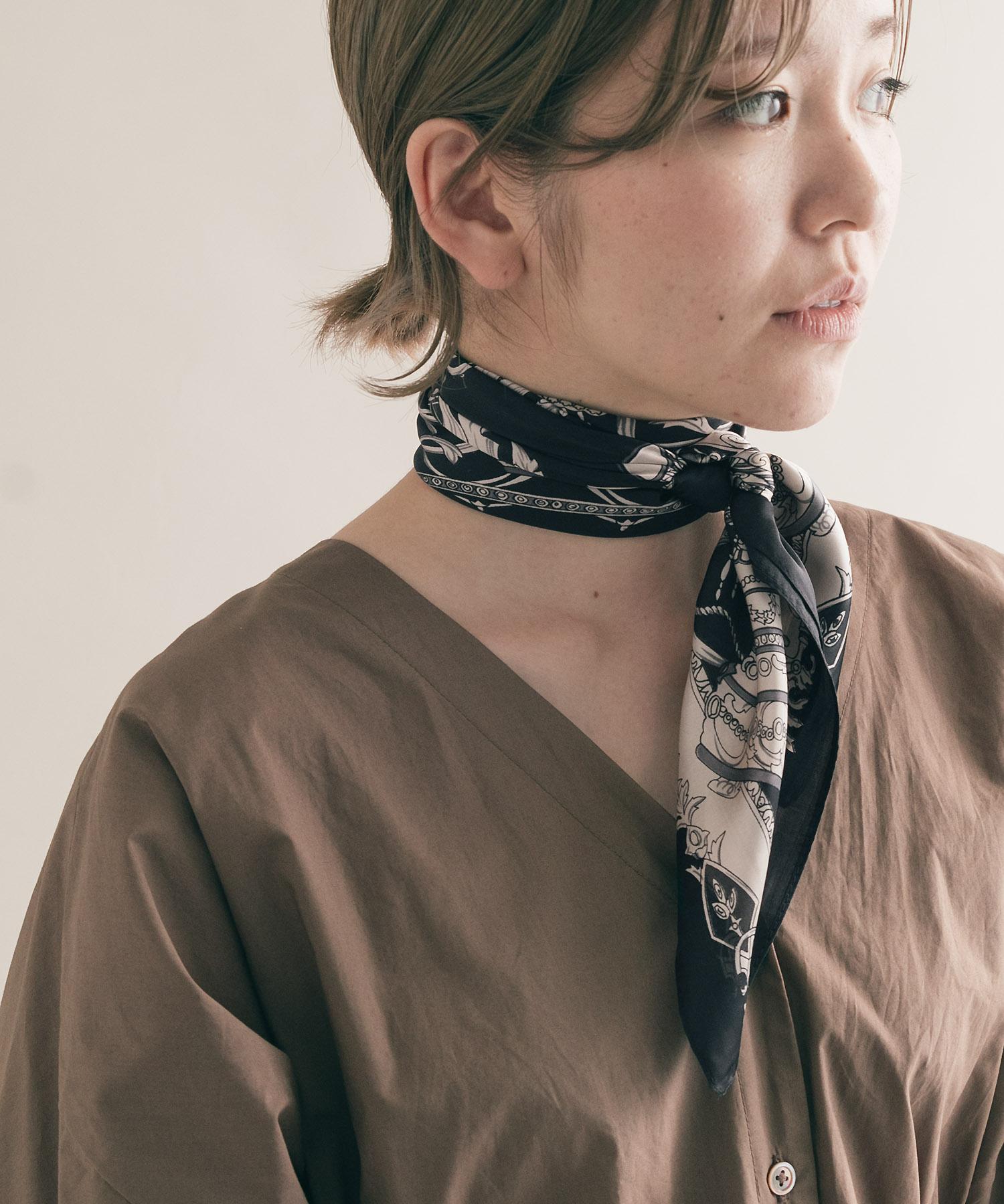 日本代购SMELLY复古花纹方形丝巾