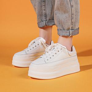 厚底小白鞋女2021新款爆款百搭春季增高松糕鞋子女超厚底白鞋皮面