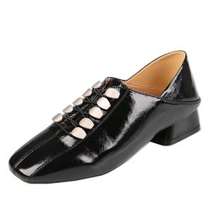 潮款漆皮铆钉方头低跟韩版深口单鞋