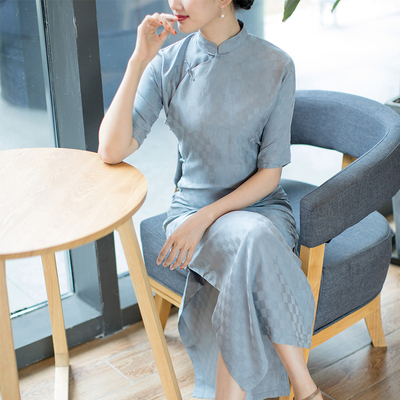 The language of the Tang Dynasty, the Republic of China style, four-point sleeves, flat cut, full cardigan, long retro jacquard copper ammonia silk cheongsam, cloud
