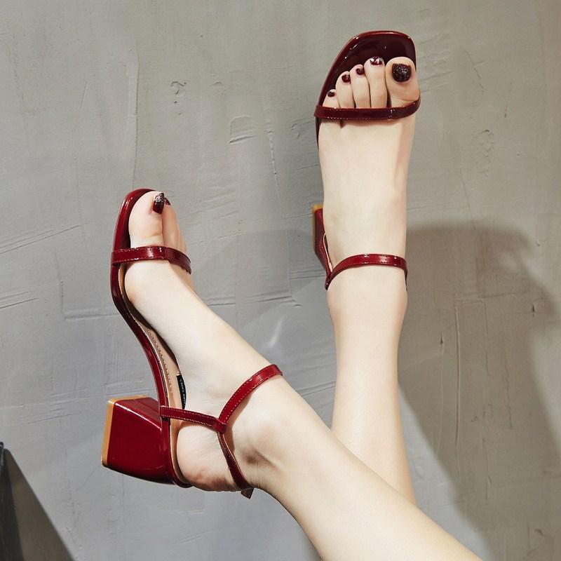 一字扣带凉鞋女夏2020新款红色粗跟网红时尚简约仙女风少女高跟鞋