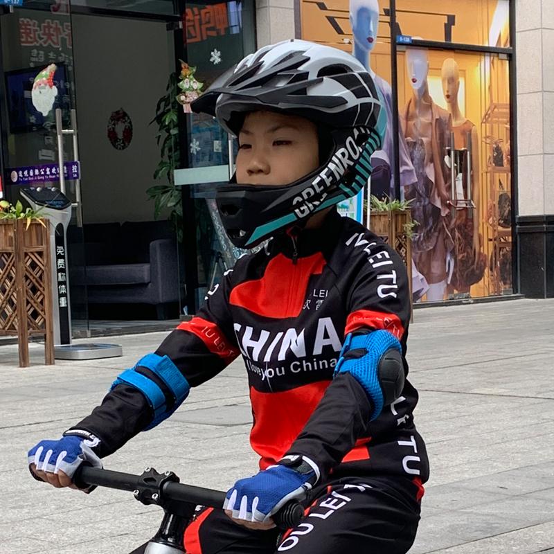 Защита для катания на роликах / Шлемы для детей Артикул 601296808723