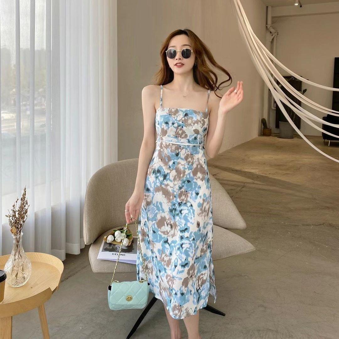 2021新款法式吊带连衣裙女性感显瘦外穿无袖修身碎花裙时尚中长款