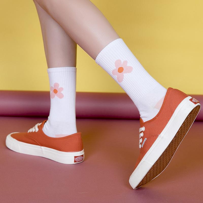 潮袜女街头风纯棉长袜韩国可爱学生袜子中筒袜小花泫雅风滑板袜子