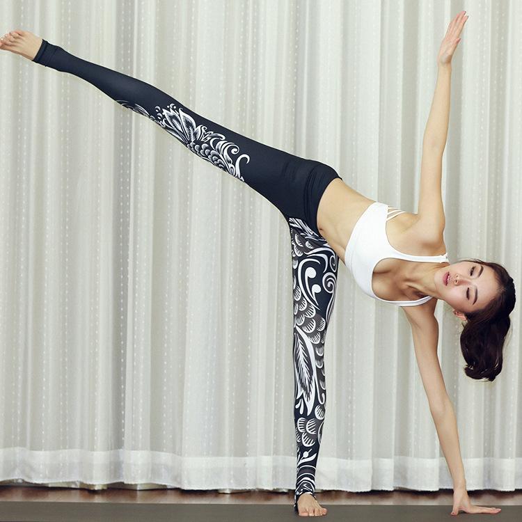 春夏季紧身显瘦健身房瑜伽服女印花瑜伽裤弹力速干提臀踩脚裤黑色 - 封面