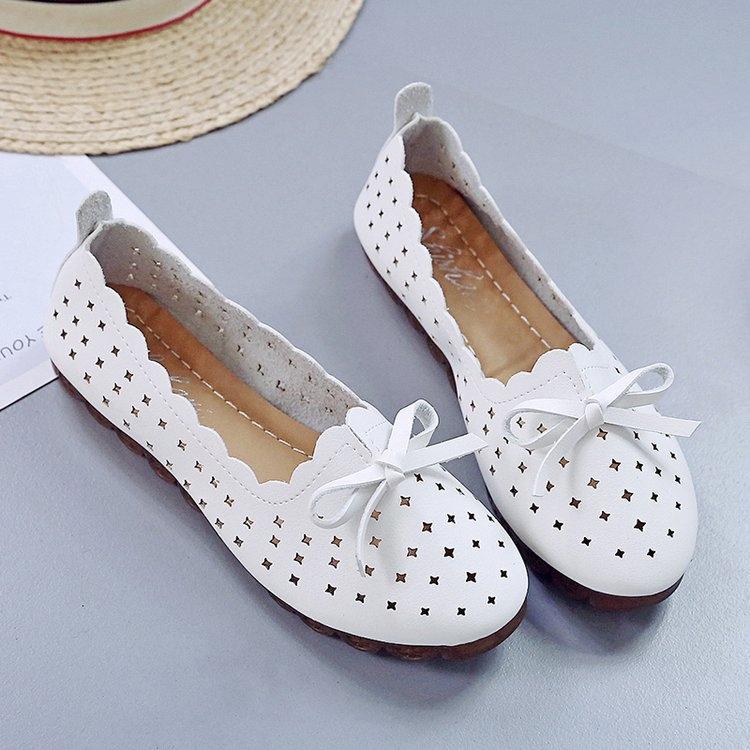 Hollowed out mothers shoes pea shoes flat shoes white nurses shoes soft soles shoes holes small white shoes womens single shoes sandals