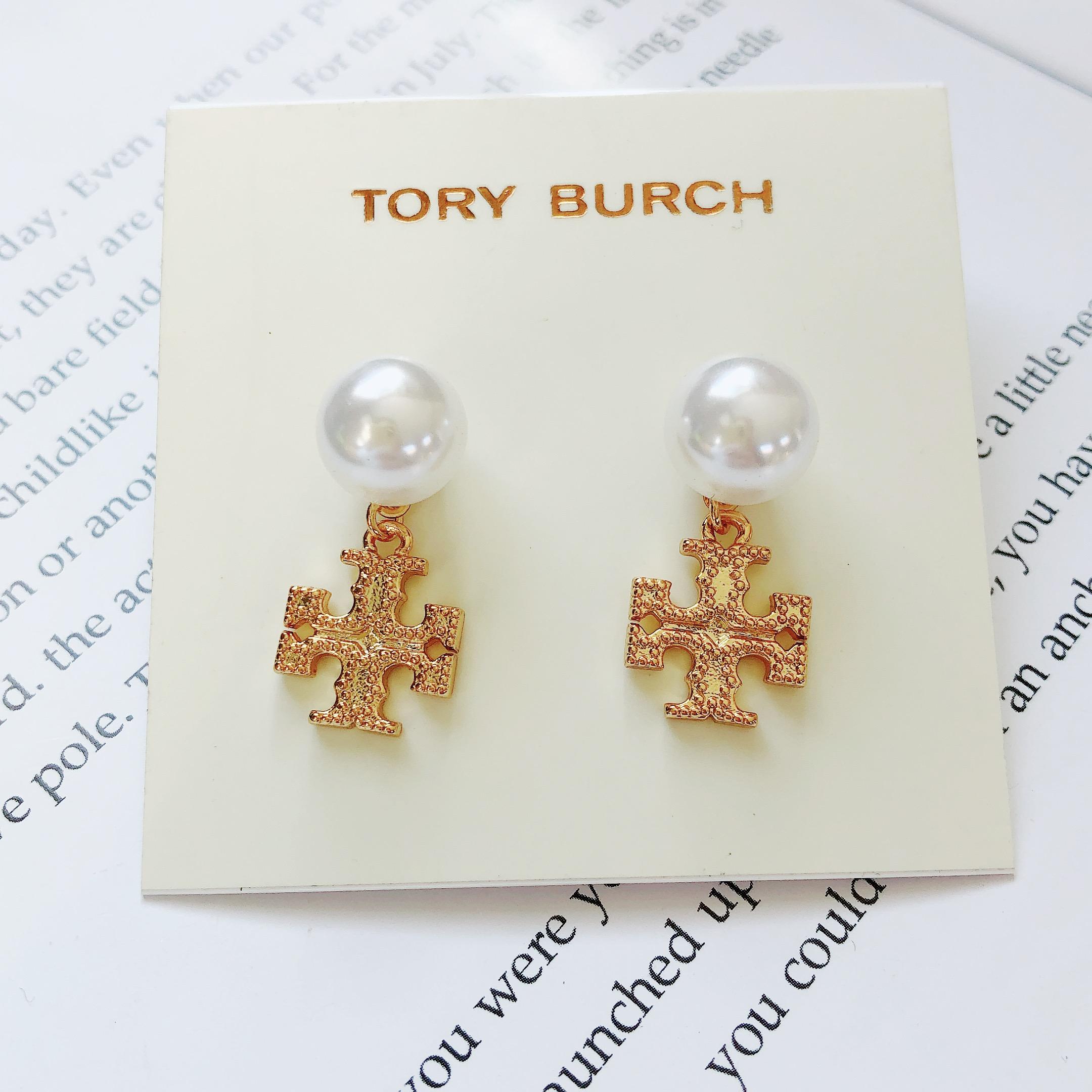 欧美时尚流行饰品tb徽标耳钉珍珠镶嵌金属吊坠时尚流行百搭新款潮