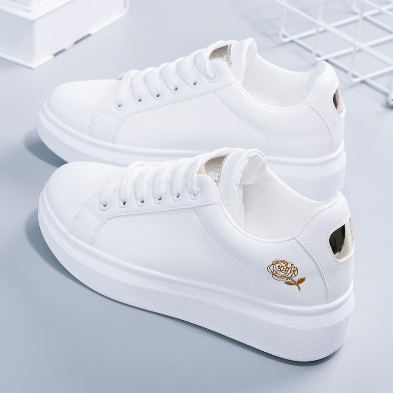刺�C小白鞋女春季2018新款百搭�n版女鞋秋季白鞋子女�W生厚底板鞋