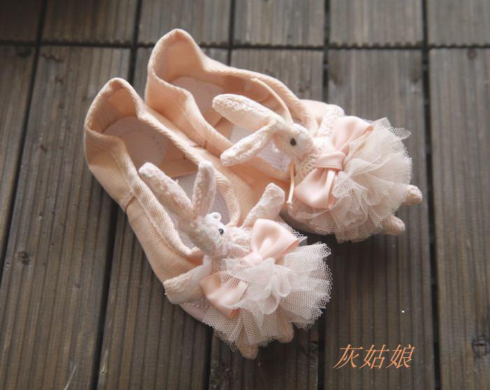 儿童舞蹈鞋 裙装配件 演出芭蕾舞鞋 可爱蕾丝兔子花球 正品练功鞋