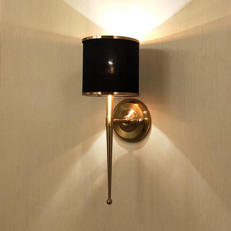後の近代的な軽奢なシンプルな壁灯アメリカンの個性的なアイデアは、ホテルのリビングルームの背景壁の照明のベッドルームのヘッドランプを通ります。