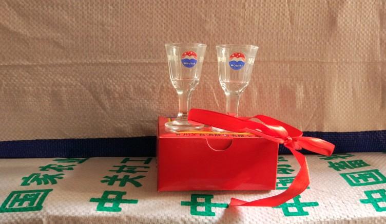 Гуйчжоу полет тростник тайвань небольшой бокал тростник тайвань небольшой бокал 10ml белый бокал тростник тайвань бокал коробка два