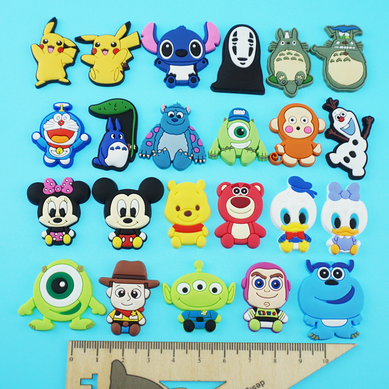 Board shoes, sports shoes, accessories on shoes, lace buckle, small white shoes, canvas shoes, lace shoes, cartoon lace buckle