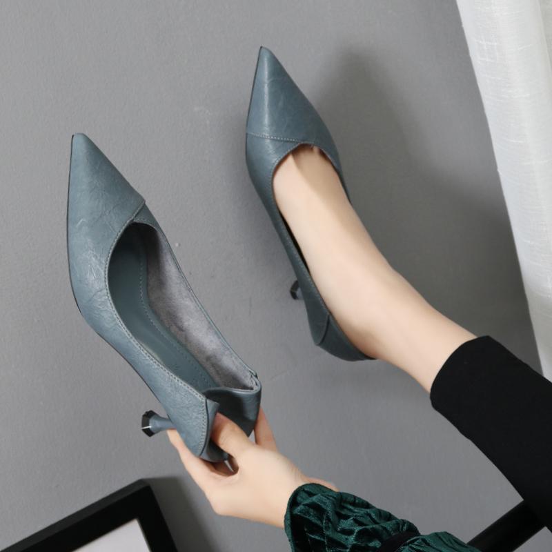 高跟鞋女细跟蓝中跟百搭2020年春季新款尖头软皮工作职业小跟单鞋图片