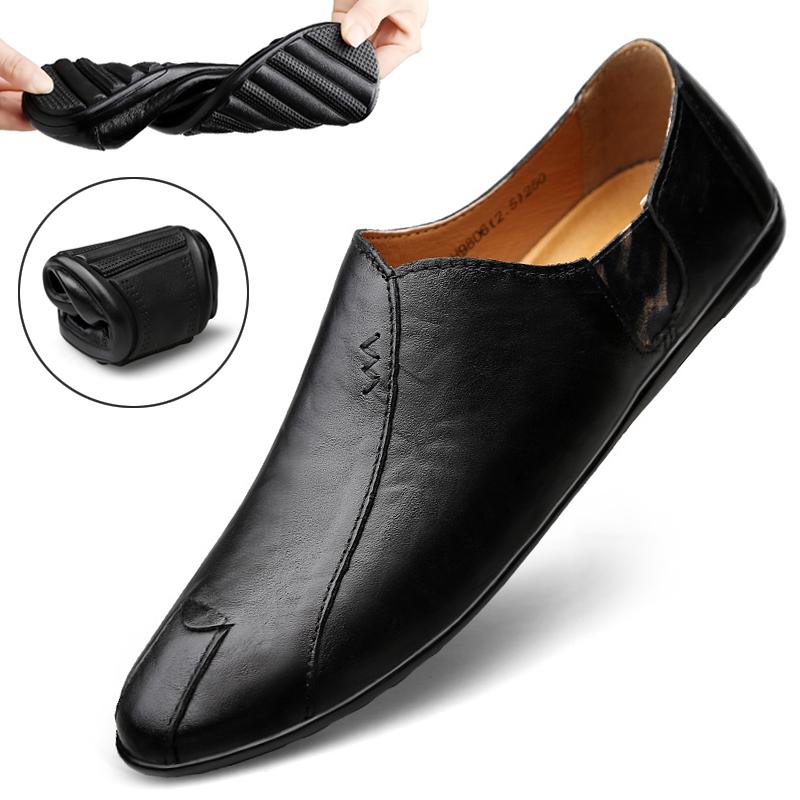 男一脚蹬懒人鞋