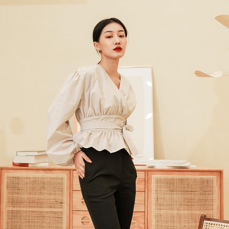 Shirt womens long sleeve bubble sleeve V-neck shirt design niche 2021 new womens early spring top fashion