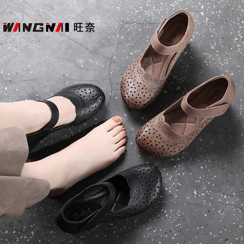In spring and summer, mothers holed shoes, middle heel and thick heel, middle-aged and young womens shoes, 35-year-old and 40-year-old sandals are covered and hollowed out