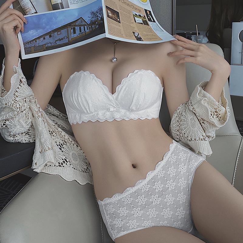 隐形无肩带内衣女小胸聚拢防滑抹胸美背少女学生文胸罩夏内裤套装