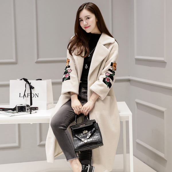 Yang Jianrong fur long section 2017 winter warm coat Korean version of the new female Sleeve embroidered wool coat