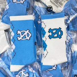 两双 球鞋搭配AJ1黑曜石北卡大学蓝爆裂纹红蓝拼接AJ3UNC定制袜子图片
