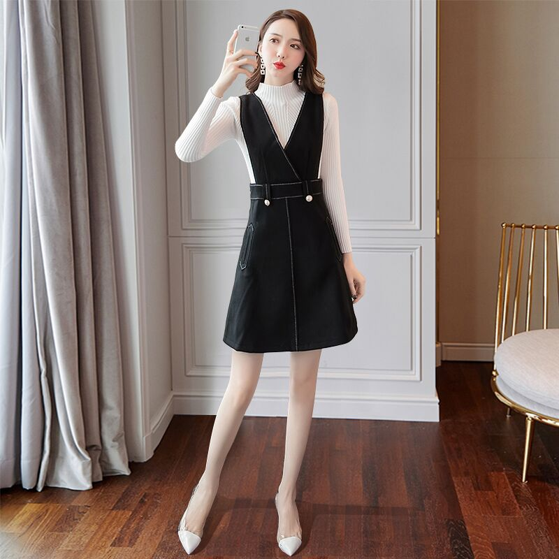 A two-piece dress for ladies in autumn and winter