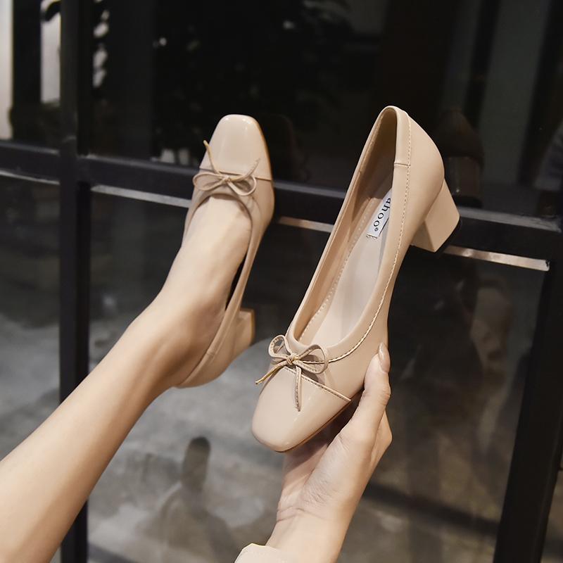 小香风早春单鞋中跟赫本玛丽珍鞋女法式复古高跟鞋软皮今年流行的