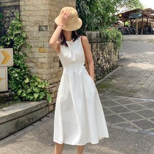 白色连衣裙2020新款夏季法式无袖收腰a字高冷风遮肚显瘦裙子气质