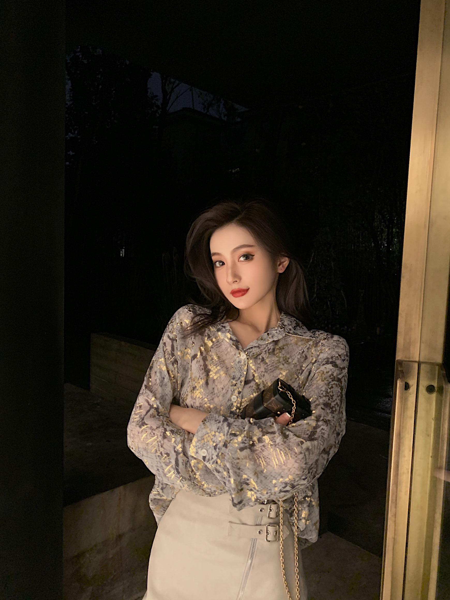 SIXONE六一2020新款潮时尚洋气蛇纹烫金雪纺宽松衬衫女设计感小众