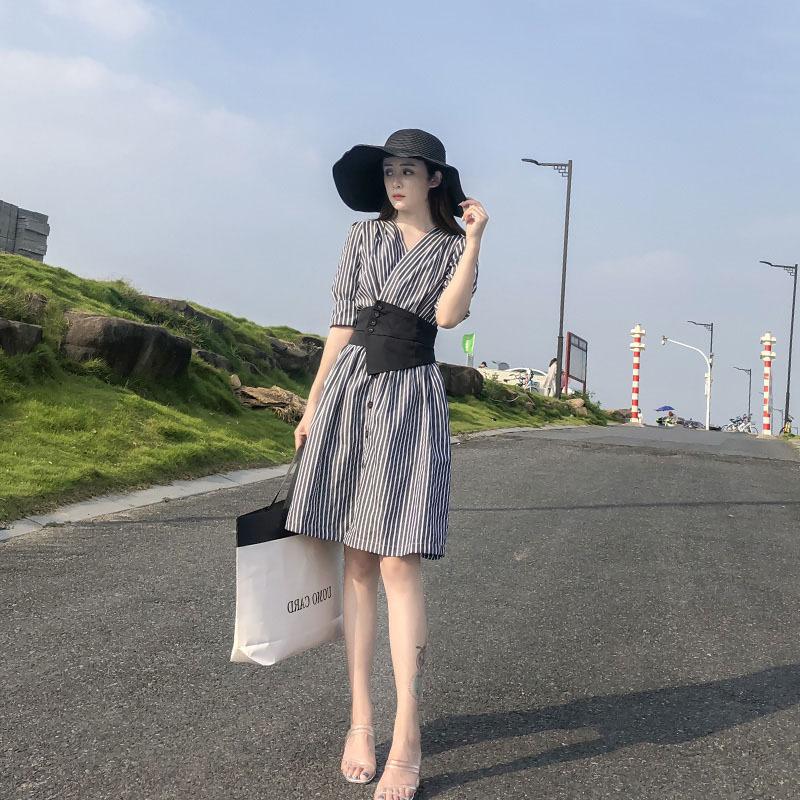 条纹女装连衣裙夏季2021新款韩版很仙法式收腰显瘦气质小个子裙子