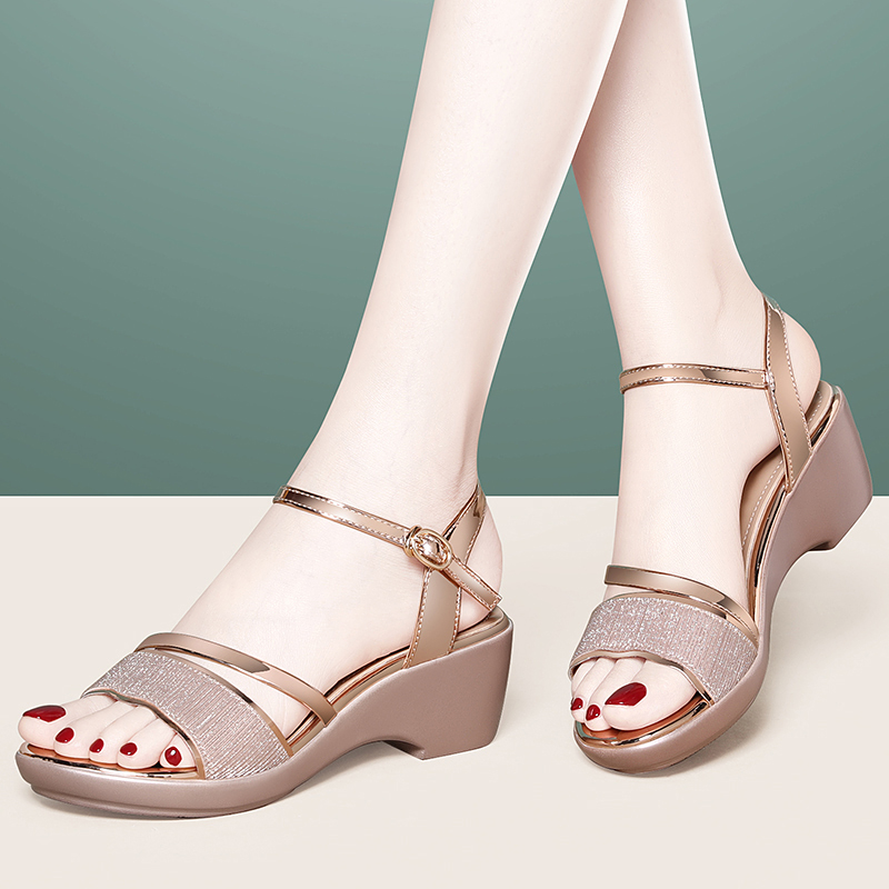 Sandals summer 2020 new high heeled slope heel middle heel mother middle-aged temperament work professional fashion womens shoes