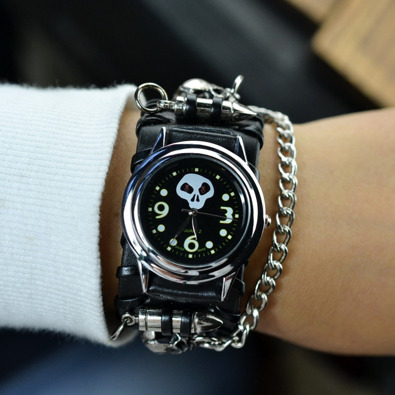 Mens non mainstream fashion watch punk rivet personality skull hip hop dance student tide quartz watch mens parcel post