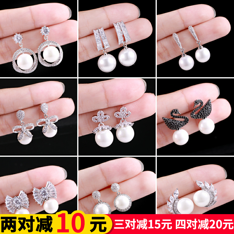 2019 new simple and versatile Chaoren Pearl Earrings feminine temperament net red autumn winter petal Earrings Sterling Silver Earrings