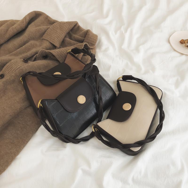 法国小众设计包包女包2020新款时尚质感复古手提腋下包网红斜挎包