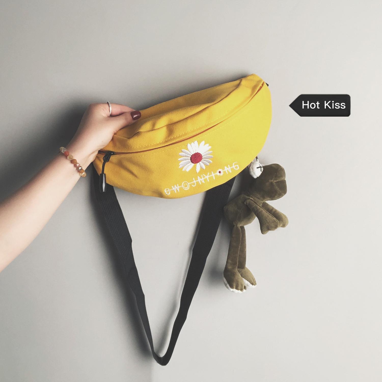 网红帆布小包女2020新款韩国时尚流行胸包ins少女百搭斜挎腰包潮图片