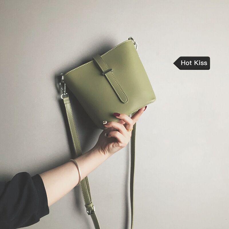 网红水桶包包女2020新款韩版简约百搭单肩包ins时尚复古斜挎小包图片