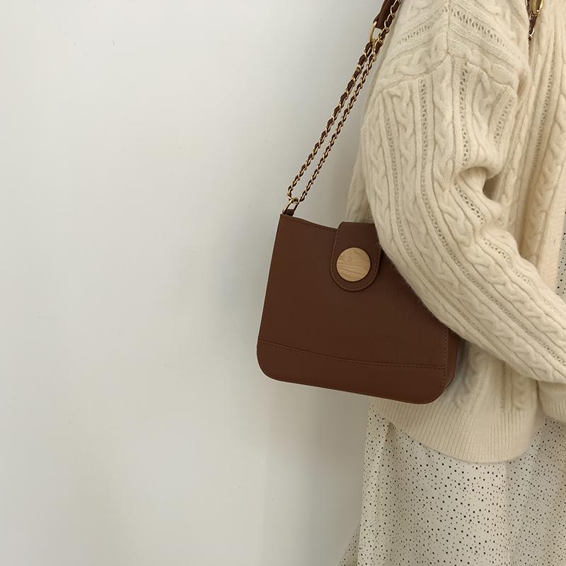 小众设计包包女2020新款潮秋冬百搭链条水桶包时尚复古单肩斜挎包