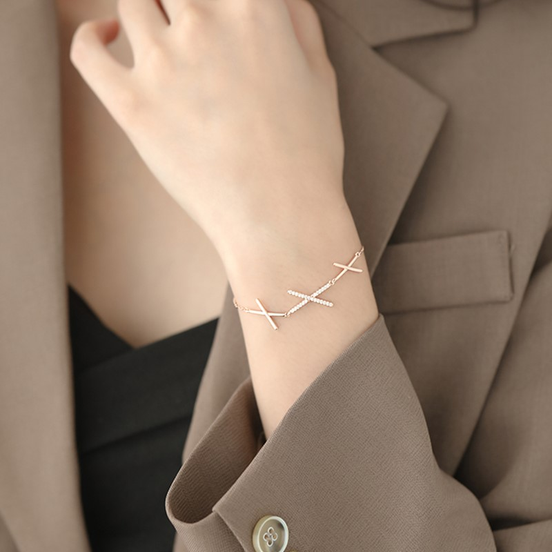 Sense diamond inlaid geometric Bracelet girlfriends Bracelet 2020 new fashion niche design sense sisters light luxury Bracelet