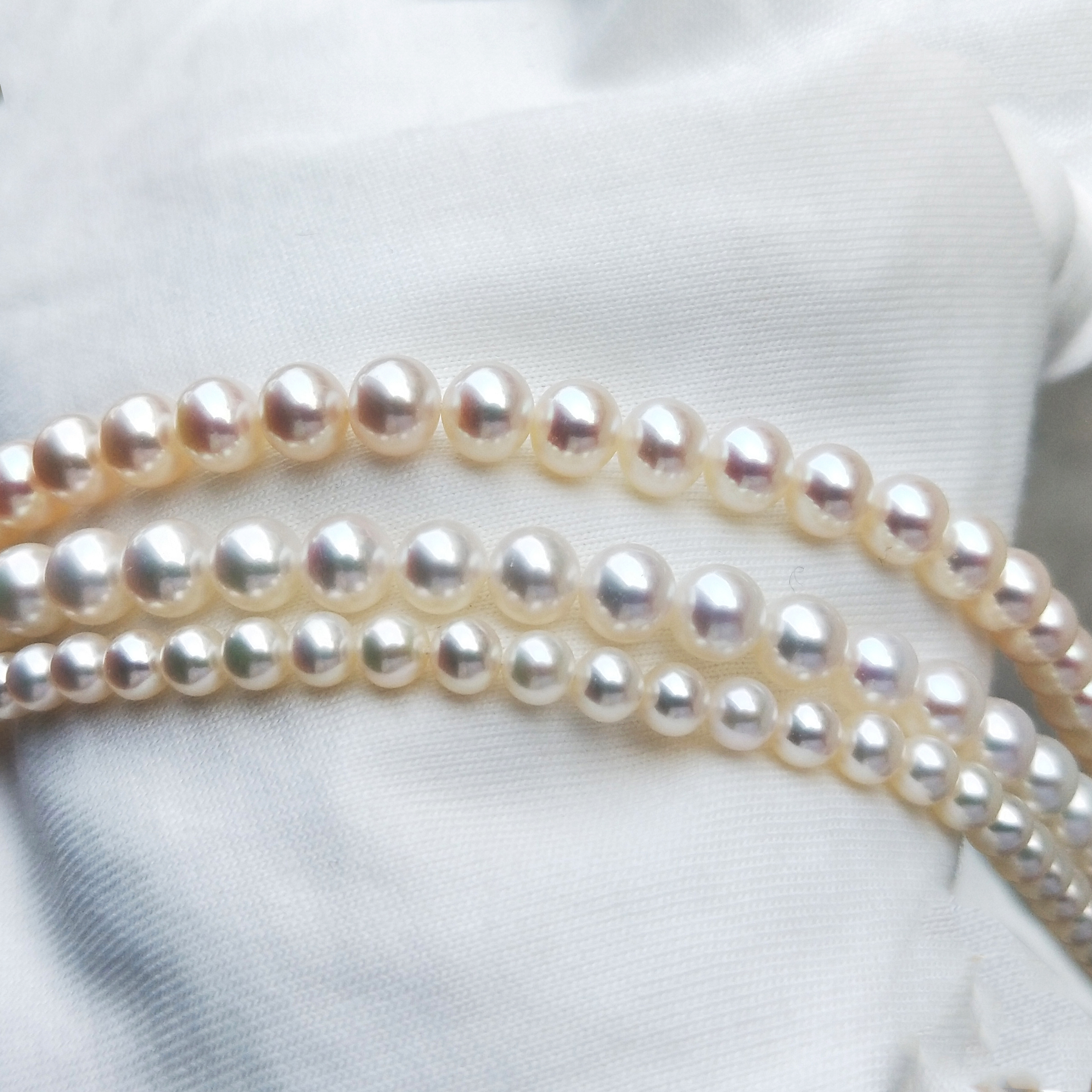 Natural sea water pearl necklace choker fashionable young clavicle chain with round white light for mother and wife